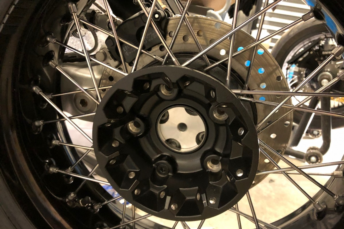 How to fit  rear wheel from R9T on K100 RS paralever